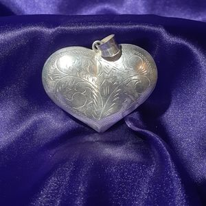 Jewelry - Sterling puffy heart pendant